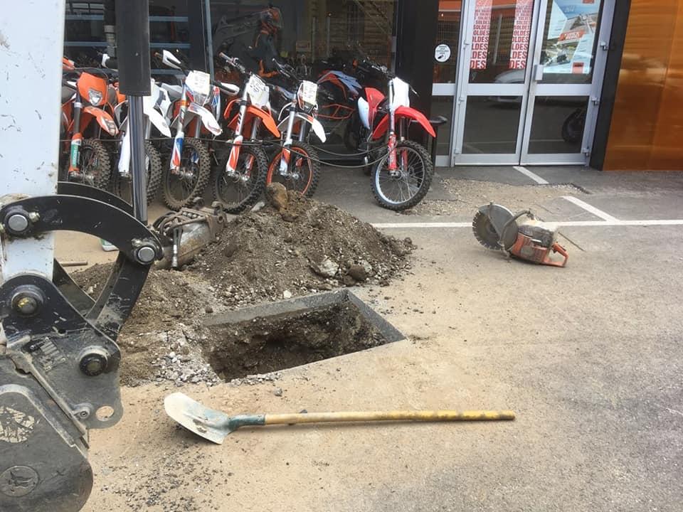 Recherche de fuite dans une enseigne connue des motards.